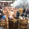 青森県弘前市 伝統の「裸参り」が行われた!「冷たい水で身を清める」