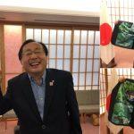 外務大臣は見た!「 青森県知事のスーツ」が青森アピール強めの派手仕様だった!?その中身は?